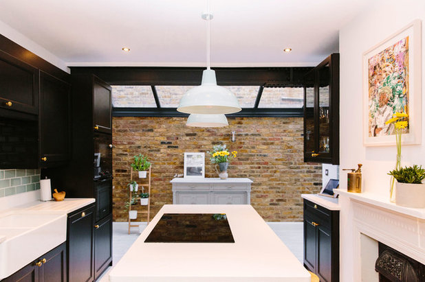 Traditional Kitchen by Resi