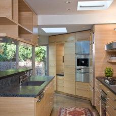 Contemporary Kitchen by ONEinteriors