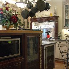 Eclectic Kitchen by Hilsabeck Design Associates, Inc.