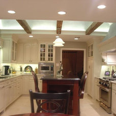 Traditional Kitchen by Hilsabeck Design Associates, Inc.