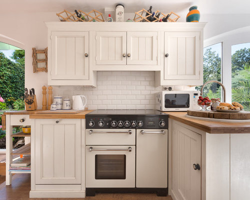 Small Traditional Kitchen Designs   Inspiration For A Small Timeless  L Shaped Medium Tone Wood