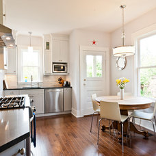 Traditional Kitchen by Harbour City Kitchens