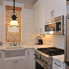 Beach Style Kitchen by Christ & Associates, Architects & Planners