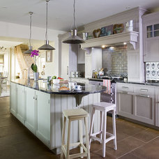 Traditional Kitchen by MPD London