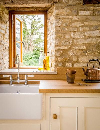 Historic Stone Barn Now A Country Farmhouse Kitchen