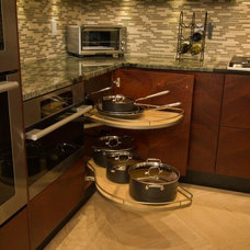 Modern Kitchen by Rosario Cabinets