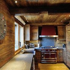 Rustic Kitchen by Tollot&C LLC.