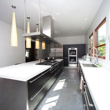 Modern Kitchen by Globus Builder