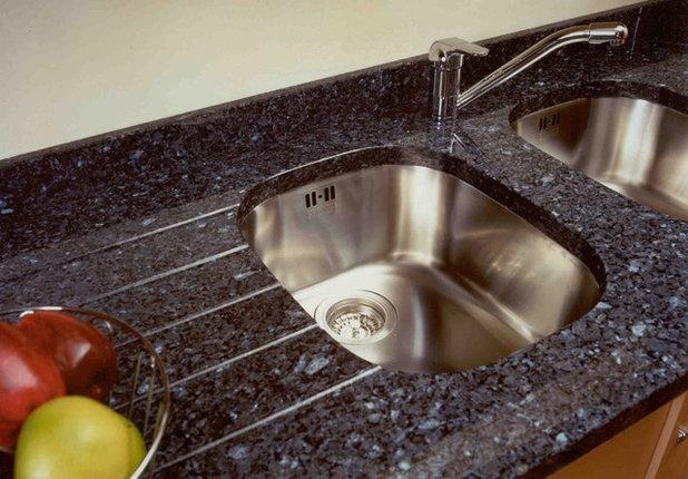 Modern Kitchen by Rigoni & Smyth Kitchens
