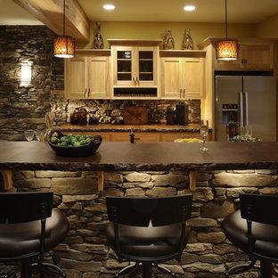 コロンバスのラスティックスタイルのおしゃれなII型キッチン (シルバーの調理設備、コンクリートカウンター、シェーカースタイル扉のキャビネット、淡色木目調キャビネット) の写真