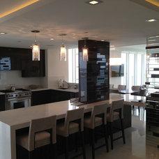 Modern Kitchen by Genereve Construction & Remodeling