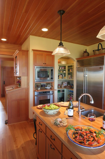 Traditional Kitchen by David Edrington, Architect