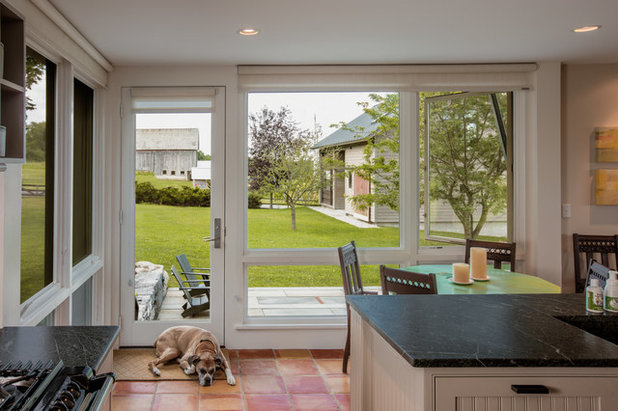 Farmhouse Kitchen by Silver Maple Construction LLC