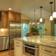 Traditional Kitchen by Moss Building and Design