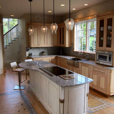 Modern Kitchen by Advantage Contracting