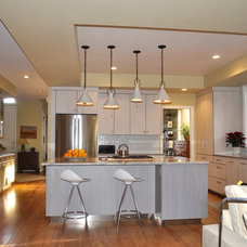 Modern Kitchen by Red Pepper Design & Cabinetry