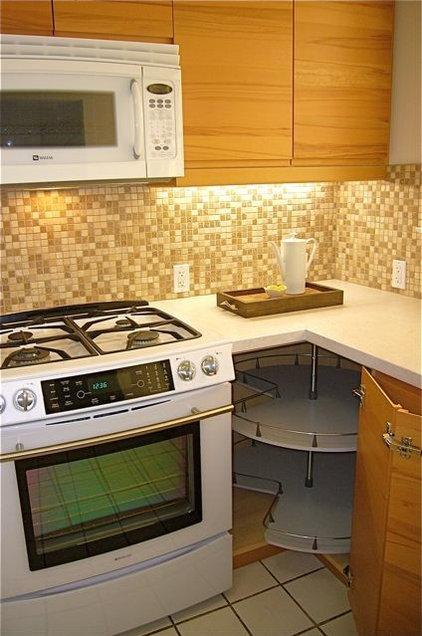 Contemporary Kitchen by InterDesign Studio