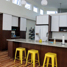 Midcentury Kitchen by Ryan Thewes Architect