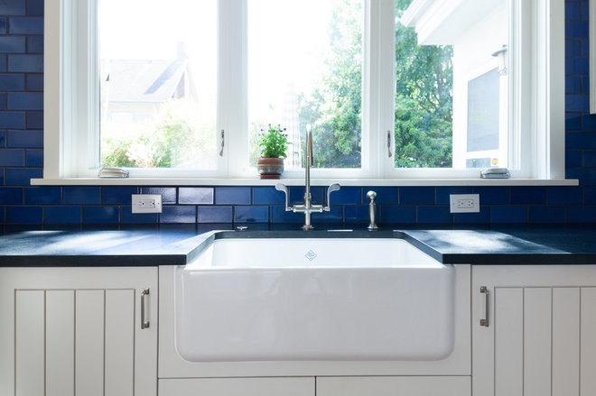 Kitchen Sinks: Fireclay Brims With Heavy-Duty Character