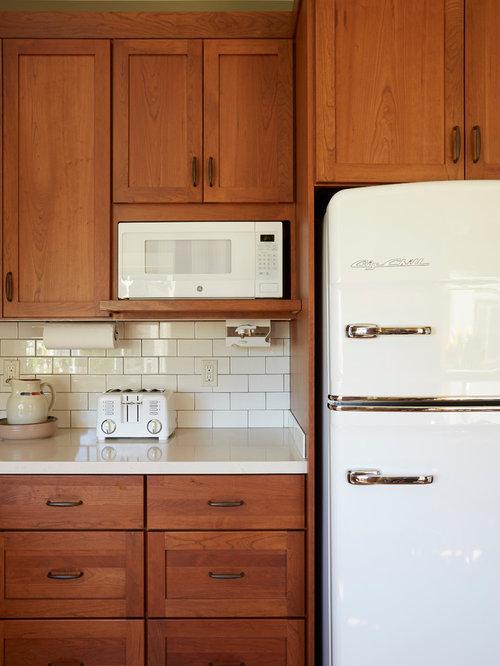 Cuisine avec un lectrom nager blanc et des portes de for Taille moyenne cuisine