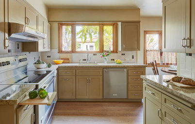 Refaced Cabinets Give This Kitchen a Whole New Look