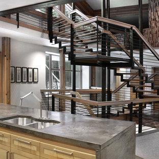 Esempio di una grande cucina contemporanea con lavello sottopiano, ante in stile shaker, ante in legno chiaro, top in cemento, paraspruzzi grigio, paraspruzzi in lastra di pietra, elettrodomestici in acciaio inossidabile, pavimento in cemento e 2 o più isole