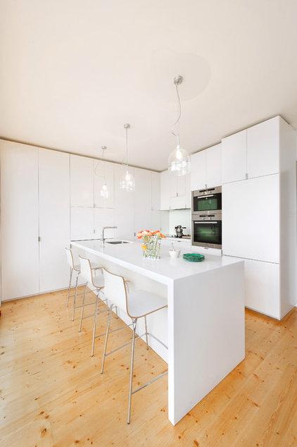 Contemporary Kitchen by Statkus Architecture Pty Ltd