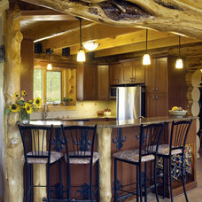 Traditional Kitchen by 4 SEASONS OUTDOOR KITCHEN AND BAR DESIGN
