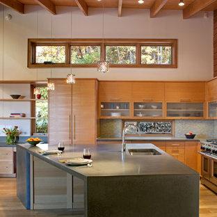 Foto di una cucina moderna con top in cemento e elettrodomestici in acciaio inossidabile