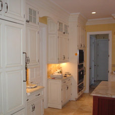 Traditional Kitchen by Tomlinson & Girt Bldg. Cont. LLC