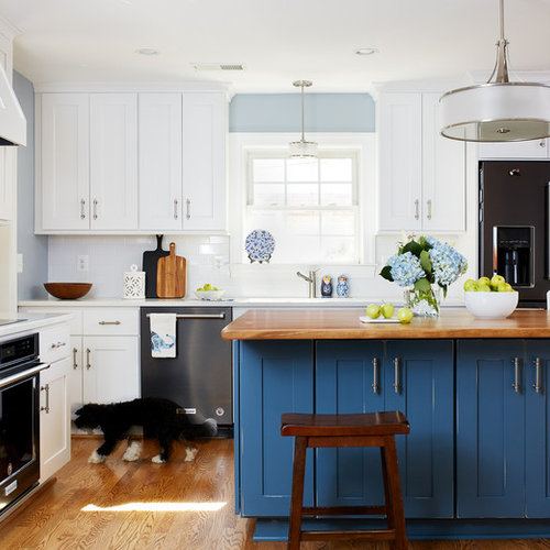 Mid Sized Transitional Eat In Kitchen Inspiration   Example Of A Mid Sized
