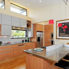 Modern Kitchen by Elevation Architects