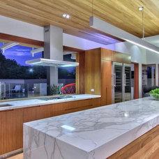 Modern Kitchen by Allkind Joinery & Glass Pty Ltd