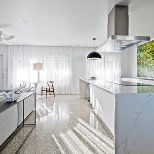 Idéer för att renovera ett mellanstort funkis kök, med en undermonterad diskho, släta luckor, vita skåp, rostfria vitvaror, terrazzogolv, en köksö och flerfärgat golv