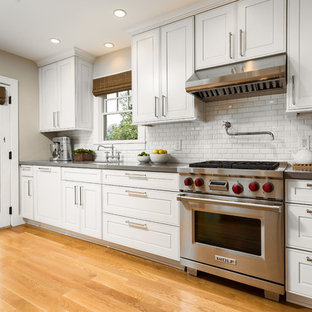 Traditional kitchen ideas - Kitchen - traditional kitchen idea in Los Angeles with subway tile backsplash