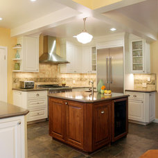 Traditional Kitchen by the fabric