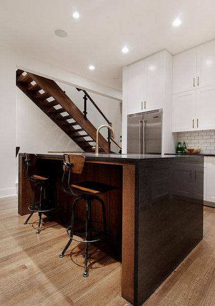 Modern Kitchen by Veranda Estate Homes & Interiors