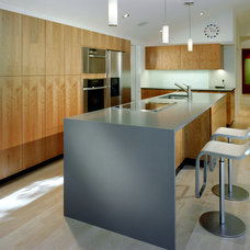 Modern Kitchen by Alterstudio