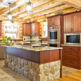 ボストンの中サイズのラスティックスタイルのおしゃれなキッチン (エプロンフロントシンク、シェーカースタイル扉のキャビネット、濃色木目調キャビネット、御影石カウンター、グレーのキッチンパネル、石タイルのキッチンパネル、シルバーの調理設備の、磁器タイルの床、グレーの床、グレーのキッチンカウンター) の写真
