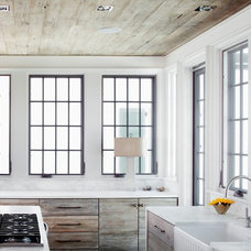 Beach Style Kitchen by Dungan Nequette Architects