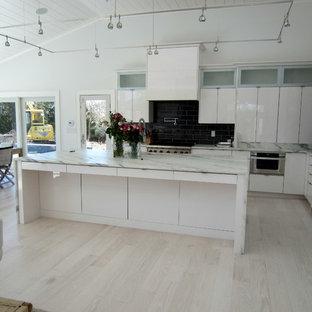 Beach style kitchen photos - Example of a coastal kitchen design in New York