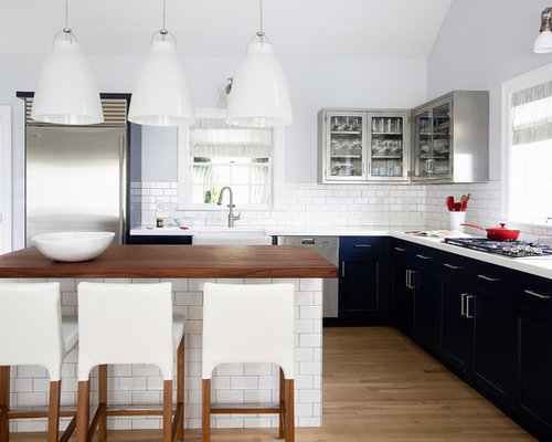Mid Sized Contemporary L Shaped Kitchen Idea In New York With A Farmhouse Sink