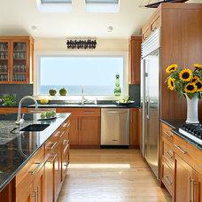 Traditional Kitchen by Kitchens & Baths, Linda Burkhardt
