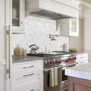 Contemporary kitchen photos - Example of a trendy kitchen design in San Diego