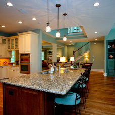 Tropical Kitchen by Lendry Homes