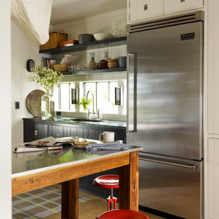 Kitchen - eclectic kitchen idea in New York