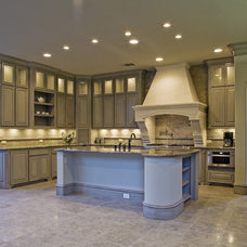 Mediterranean Kitchen by Veranda Fine Homes
