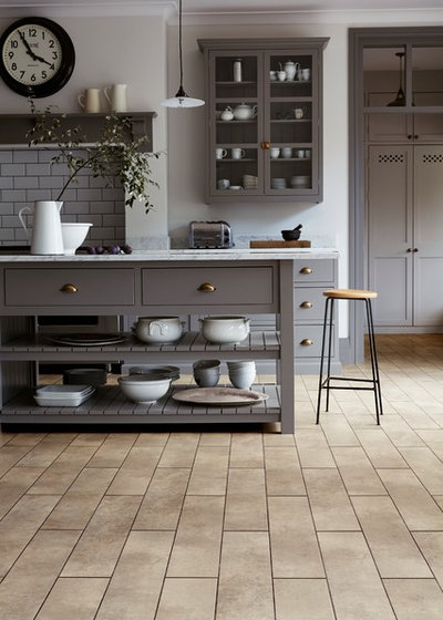 Traditional Kitchen by CHOICE HOMES