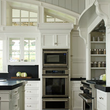 Traditional Kitchen by Signature Kitchens