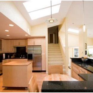 Kitchen - transitional kitchen idea in Seattle